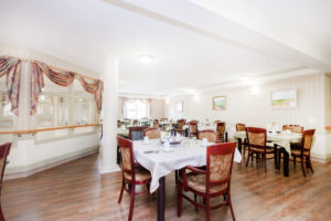 mountainview village Kelowna British Columbia Independent Living garden dinning hall